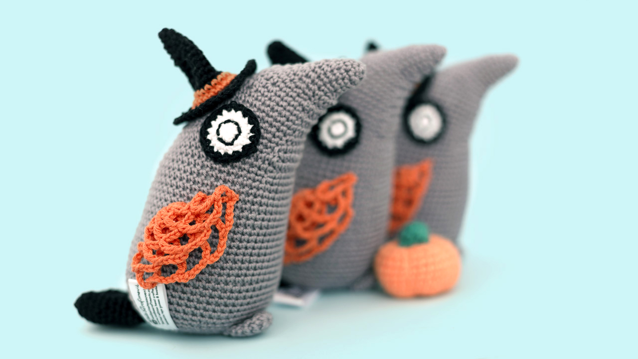 halloween_toy_hand_crochet_cotton_witch_bird_with_hat_and_pumpkin-07